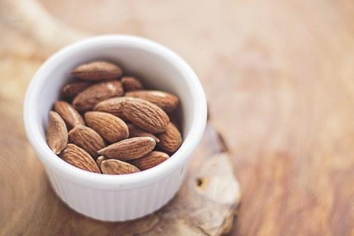 almonds-768699__340.jpg